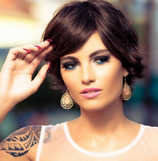 Short-Hairstyle-with-Side-Swept-Bangs-Chic-Haircuts-for-Women-2015